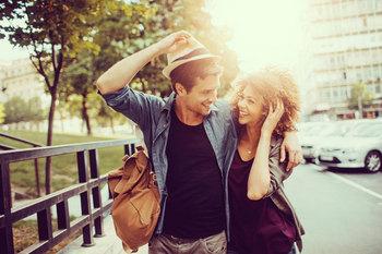 写真とプロフィール文章だけで恋人探しをするオンラインデーティング.jpg