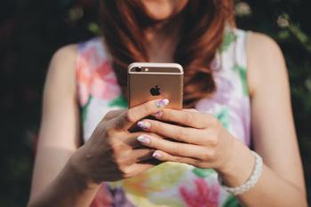 SNSや恋愛アプリ、「ネット恋愛」で彼氏ができた女子のリアル.jpg